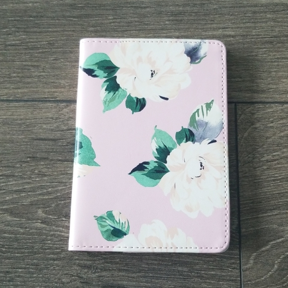 Band.do passport holder floral light pink and gold